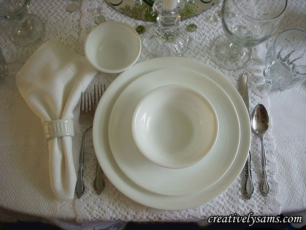 White & Crystal Table Setting