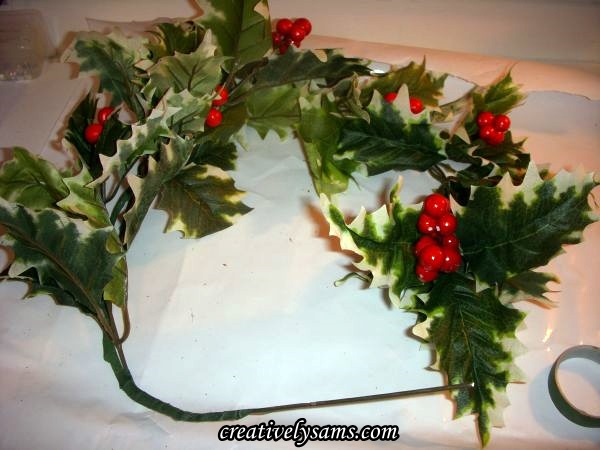 Curve wire of Holly Centerpiece