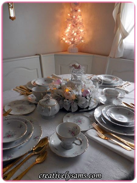 A Pink Shabby Chic Christmas Tablescape